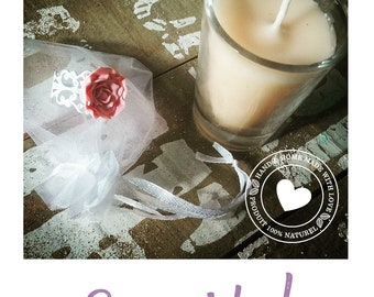 Candle organic essential oils with surprise well-being