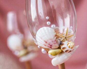 Wedding Wine Glasses, Beach Wedding Glasses, Starfish Wine Glasses, Shell Wine Glasses Personalized Mr and Mrs Glasses, Beach Glasses, 2pcs