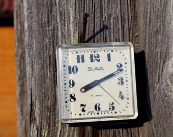 Vintage WORKING alarm clock SLAVA 11 jewels Wind up alarm clock Vintage Russian alarm clock Mechanical alarm clcok