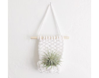 AIRPLANT WALL HANGING in White - mini - no tassels - Air Planter -Hanging Airplant Display , Knitted Wall Hanging with Airplant