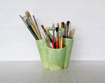 32 Paint Brushes and Pottery Holder Vintage Artist Ceramic Caddy
