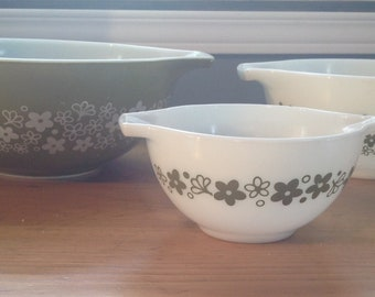 Pyrex Blossom spring verde, Cinderella, green and white, white and green