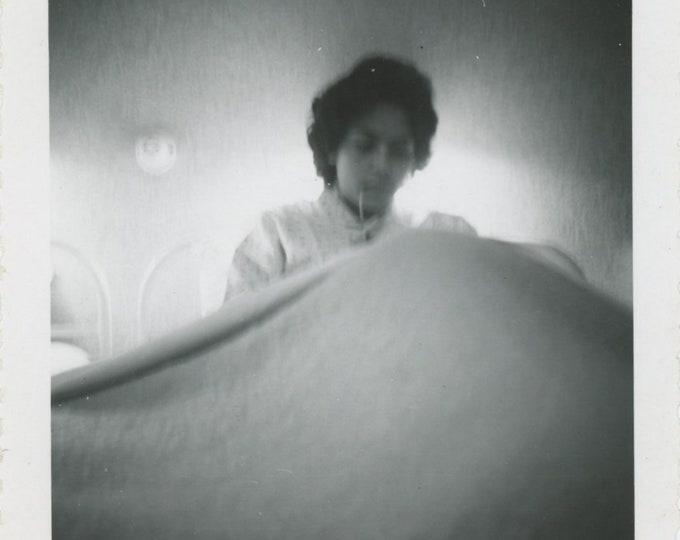 Vintage Snapshot Photo, 1960: Blankets [84664]
