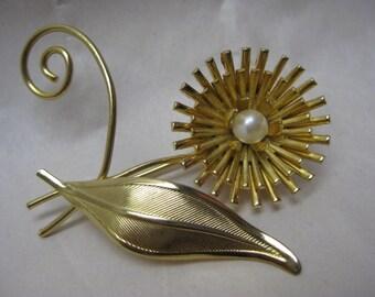 Flower Brooch Gold Pearl Vintage Pin