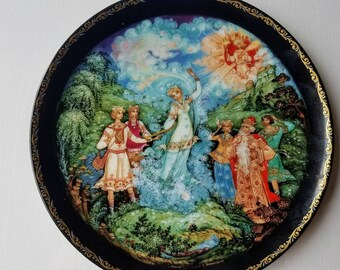 "Russian Fairy Tale Collector Plate from ""The Legend of the Snow Maiden"" Bradex 60-K24-1.7 dated 1991"