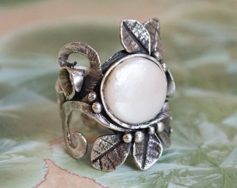 Botanical ring, silver ring, leaves ring, pearl ring, June birthstone ring, Boho ring, statement ring, vine ring - To the end of love R1702