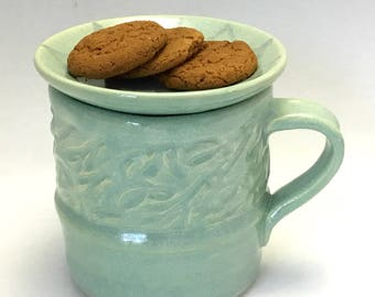Mug with Cookie Dish with Entwined Leaves Design
