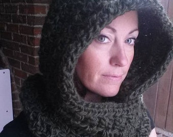 Large chunky hooded scarf in Moss