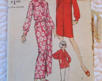 vintage Vogue SHIFT or TWOPIECE PAJAMAS sewing pattern 6495-- (size 10)
