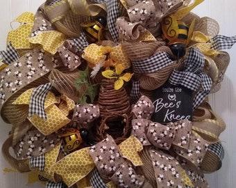 Honey bee wreath