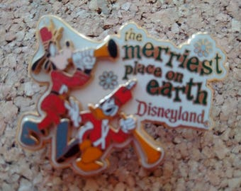 Disneyland Pin Goofy Donald Merriest Place on Earth Holiday