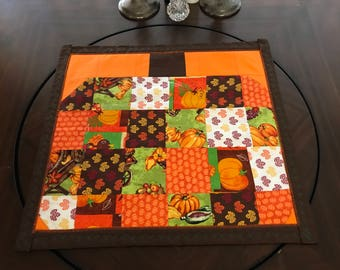 Patchy pumpkin table topper