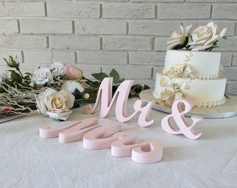 Trending wedding colors 2017 - Mr&Mrs blush wedding wood signs. Mr Mrs wedding signs for TABLE decoration 2017 wedding