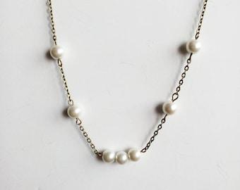 DESTASH necklace bronze, white pearls