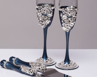 NAVY SILVER wedding glasses and cake server set NAVY flutes and cake cutter Wedding toasting flutes and cake server knife Champagne glasses