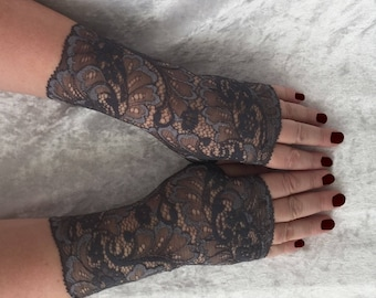 Fingerless  gloves  lace  in gray color