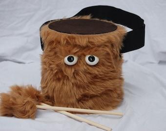 Tambour - fourrure marron fait à la main Durable respectueux de l'environnement amusant plus cool marche tambour pour les enfants «BLAST BUDDY» pour enfants