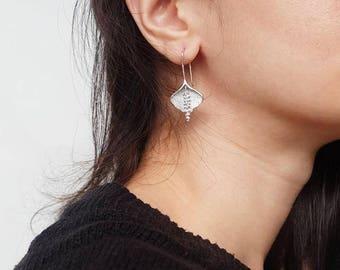 lily earrings, peace lilies silver flower earrings, drop earrings, long earrings for pierced ears, calla lily peace, lily flower earring