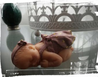 Baby girl, made of polymer clay, pink and gold dress, headband with flower 6.5 cm
