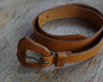 CARAMEL 1970's 80's Vintage Brown Leather Belt // size XS Small