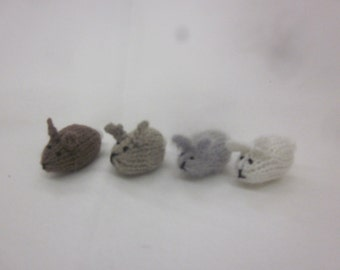 Tiny Bunny, hand knitted, super cute!