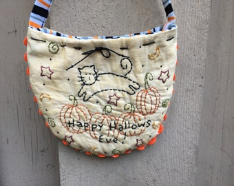 Halloween Hand Embroidered Gift Bag  - Fall  Decoration - Fall Display -Gift Card Holder  - Vintage Trim - Halloween Ornament - Black Cat