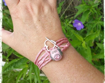 Silk heart bracelet