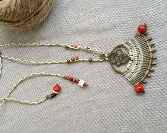 Tribal queen - bridal jewel macrame white and beige necklace with brass and red coral beads