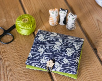 This sewing case is hand stitched in a Liberty Tana Lawn snowdrop print called 'Hesketh', partnered  with linen/cotton blend in lime colour