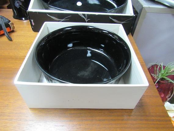 Mikasa Tango round souffle in original box