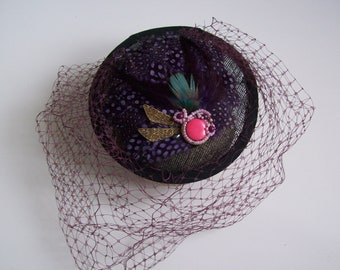 Fascinator mini Hat retro purple feather with veil on black base