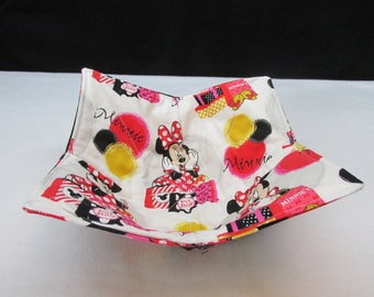 Minnie Loves Shopping Reversible Microwave Safe Bowl Cozy