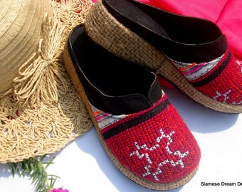 Girls Clogs in Bright Fucshia Hmong Embroidery, Size US 4