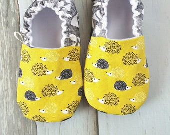 Hedgehogs Baby Shoes / Baby Moccasins / Baby Moccs / Vegan Moccs / Vegan Moccasins / Soft Soled Shoes / Waldorf / Montessori / Tribal