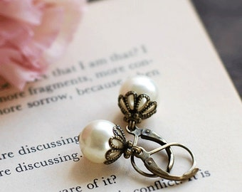 Cream Ivory Pearl Earrings. Wedding Bridal Vintage Style Antiqued Brass Swarovski Cream Pearl Earrings. Lever Back, Bridesmaids Gift