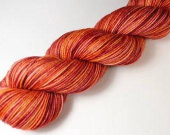 Skein hand - dyed Fingering - superwash Merino - and Nylon 50 g / m 210 - Sun setting