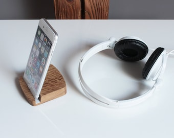 Wood iPhone 6 & 6+ Stand – Wooden iPhone Stand in Natural Oak