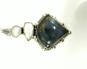 CLEARANCE* Beautiful Fiery Labradorite and Fresh Water Pearl Pendant Necklace