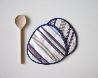 red blue striped potholders - beach cottage potholders - navy blue and red striped potholders - yacht kitchen potholders - stripy red blue