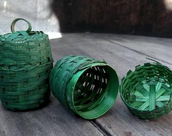 1 Small Vintage Green Wooden Basket with Lid - Easter - St Patrick's Day - Easter Basket     (DR-020)
