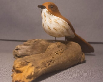 Brown Thrasher - sitting. Handcrafted, carved  wooden bird, painted bird, home decor, table  decor, Made in USA