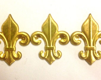 3 Pieces Raw Brass Fleur De Lis Stamping, Large, Vintage, 45x35mm