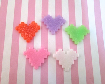 5 Multicolor Glitter Pixel Heart Cabochons 681