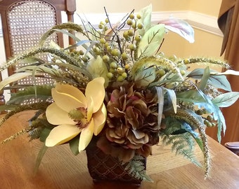 Beige and Brown Classic Centerpiece