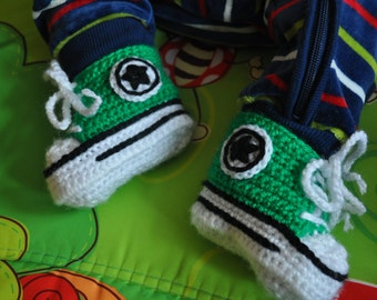 Green Converse baby crochet sneakers, handmade baby booties, baby shoes, from 0 to 12 months