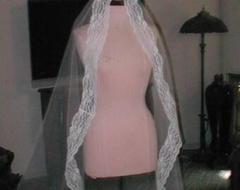 Vintage Ivory Chantilly Lace Mantilla Bridal Veil