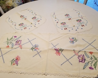 Set of 2 doilies and a small table runner, vintage embroidered