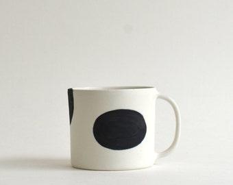 Coffee Cup M (Cow Dot) ; Wakako Senda (13003005-CM)