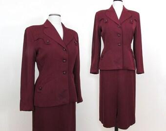 1940s Burgundy Ladies Suit - Shoulders pads, nipped waist, slim skirt - S-M
