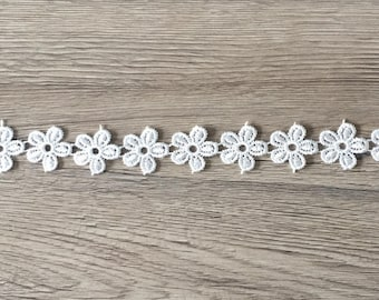 20mm lace Ribbon in the shape of flowers - white